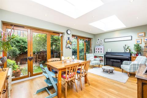 3 bedroom terraced house for sale - Shirley Grove, London, SW11