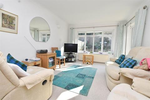 3 bedroom bungalow for sale - Kings Close, Eastbourne
