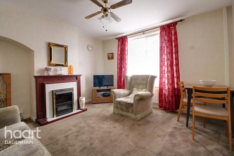 2 bedroom terraced house for sale - Hunters Hall Road, Dagenham