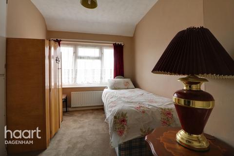 2 bedroom terraced house for sale - Hunters Hall Road, Dagenham