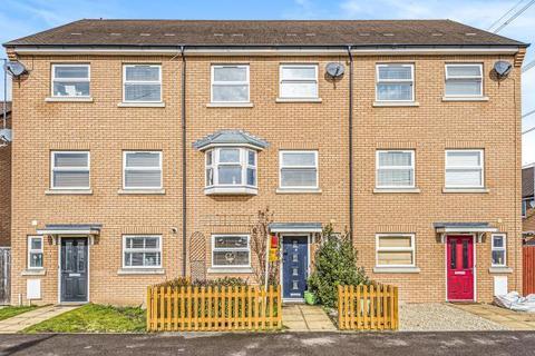 4 bedroom townhouse for sale - Berryfields,  Aylesbury,  HP18