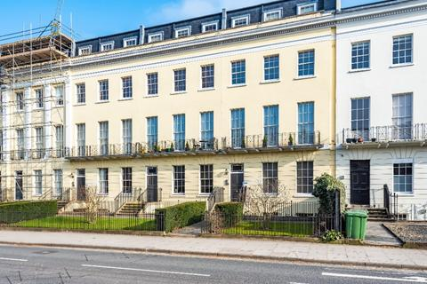 2 bedroom flat to rent - 13 -19 Evesham Road, Cheltenham, GL52