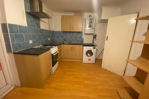 4 bedroom semi-detached house to rent - Hayes, UB4