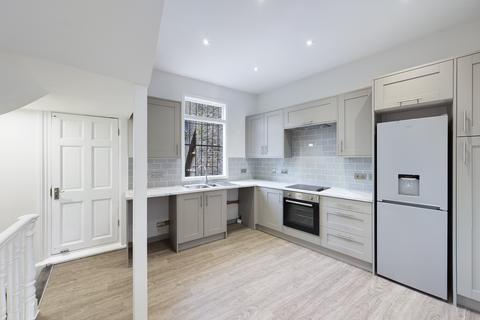 2 bedroom flat to rent - Tranquil Vale, London, SE3