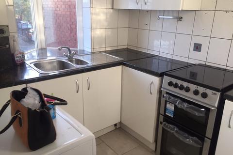 1 bedroom flat to rent - Beehive Lane,  Ilford, IG4