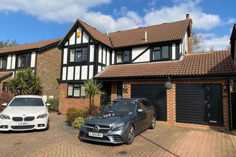 4 bedroom detached house for sale - Elmgate Drive, Bournemouth, BH7