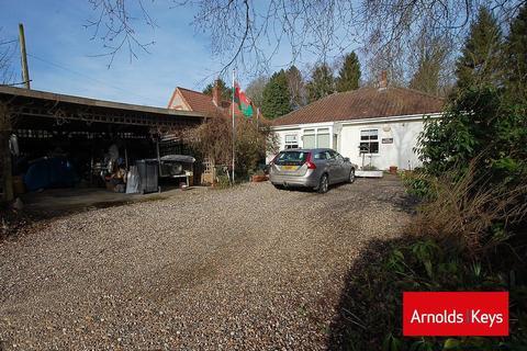 3 bedroom detached bungalow for sale - Bernard Close, High Kelling