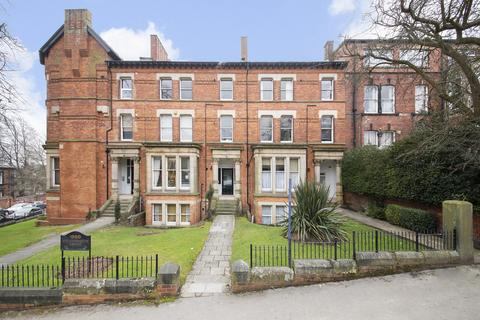 3 bedroom flat for sale - Chatsworth House, 11 Hyde Terrace, Leeds LS2 9LN