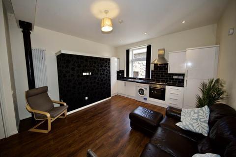 2 bedroom flat to rent - Gellatly Street, Dundee,
