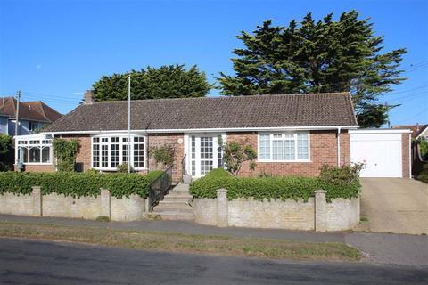 2 bedroom detached bungalow for sale - Becton Lane, Barton On Sea, Hampshire