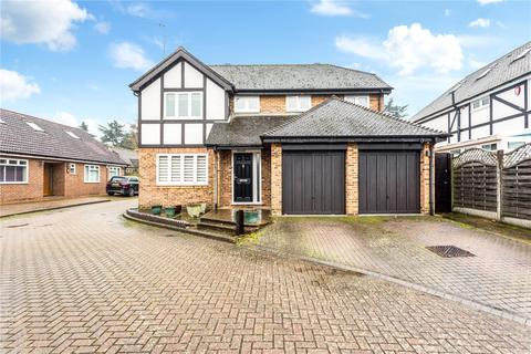 4 bedroom detached house for sale - Dukes Ride, Ickenham, Uxbridge, Middlesex, UB10