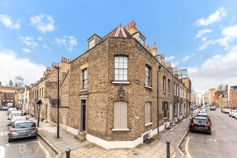 3 bedroom end of terrace house to rent - Turner Street, London, E1