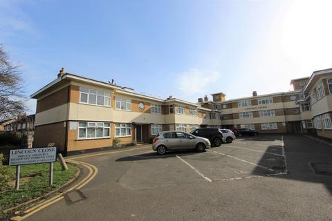 2 bedroom flat for sale - Lincoln Close, Woodside, SE25