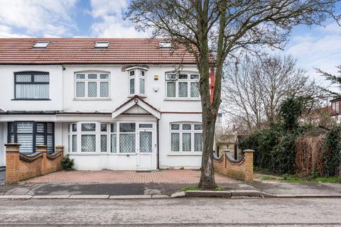 6 bedroom end of terrace house to rent - Danehurst Gardens, Redbridge, IG4