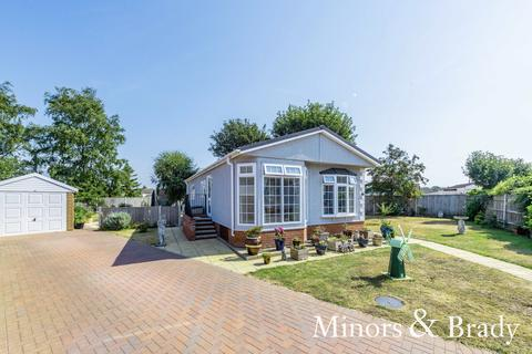 2 bedroom detached bungalow for sale - Highgrove Close, Lowestoft