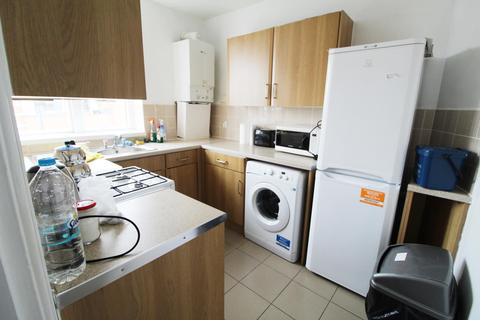 4 bedroom flat to rent - Courtauld House