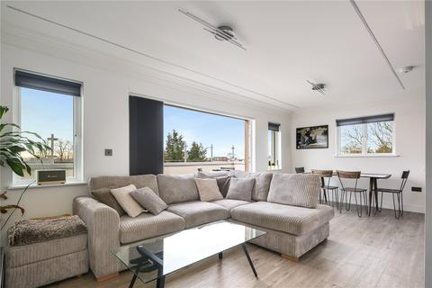 2 bedroom flat for sale - Eaton Court, 111 High Road, South Woodford, London, E18