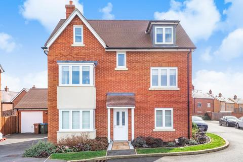 5 bedroom detached house for sale - Empire Close,  Aylesbury,  HP18