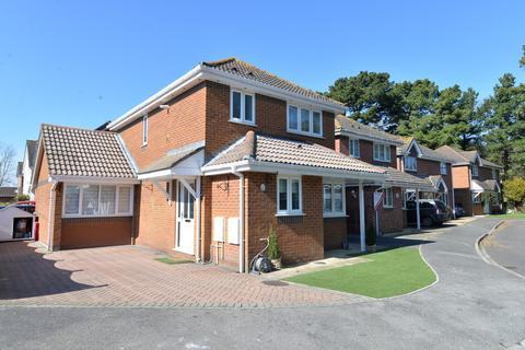 4 bedroom detached house for sale - Glen Close, Barton On Sea, New Milton