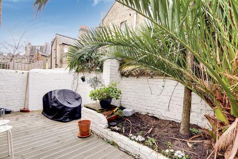 2 bedroom flat for sale - Ingelow Road, London