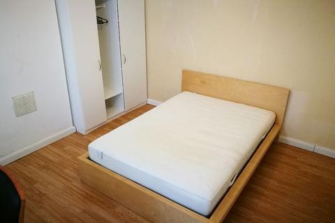 4 bedroom semi-detached house to rent - Landseer Avenue