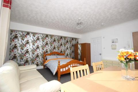 1 bedroom in a house share to rent - Nina`s House Blackwell Street Kidderminster