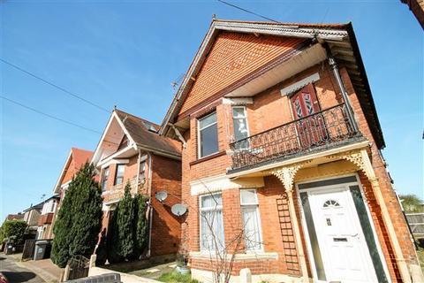 2 bedroom flat to rent - Markham Road,,Charminster