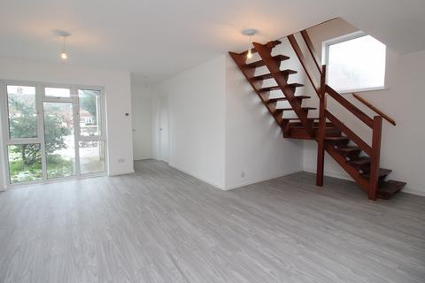 4 bedroom detached house to rent - Hitchin Road, Upper Caldecote, Biggleswade, SG18