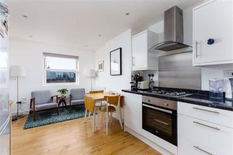 2 bedroom flat for sale - Sellincourt Road, Tooting Broadway