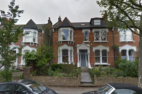 Studio to rent - Mount View Road, London
