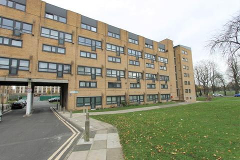 3 bedroom flat for sale - Weston Court , Queens Drive, London, N4