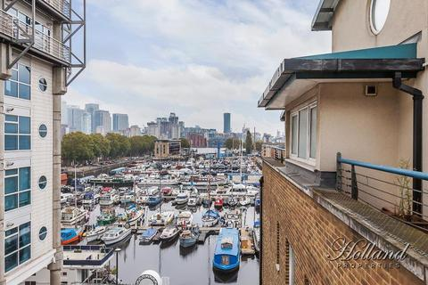2 bedroom flat to rent - Rushcutters Court, Boat Lifter Way, Surrey Quays, London, SE16