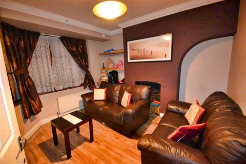 3 bedroom terraced house to rent - Gresham Drive, Romford, RM6