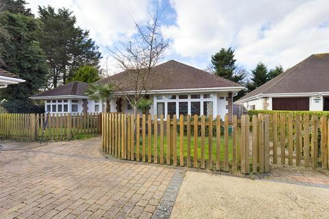 3 bedroom bungalow for sale - The Grove, Christchurch, BH23