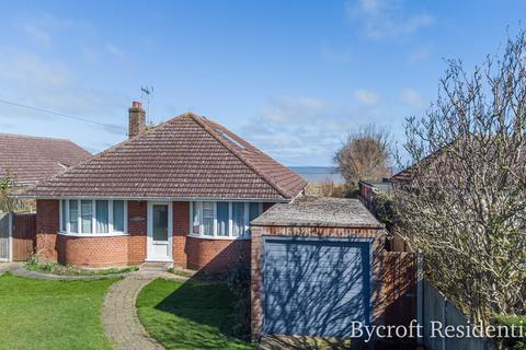 4 bedroom detached bungalow for sale - Bush Road, Winterton-on-sea