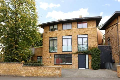 4 bedroom detached house to rent - St Mary's Road, SW19