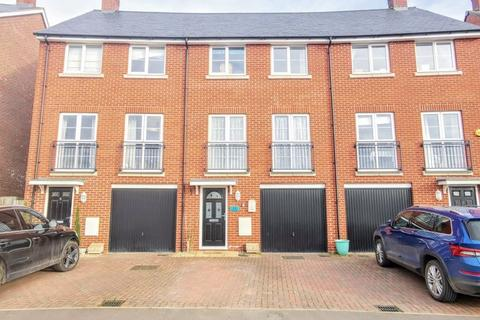 4 bedroom terraced house for sale - Noble Crescent, Aylesbury