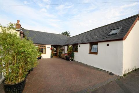 2 bedroom detached bungalow for sale - Rope Yard, Royal Wootton Bassett