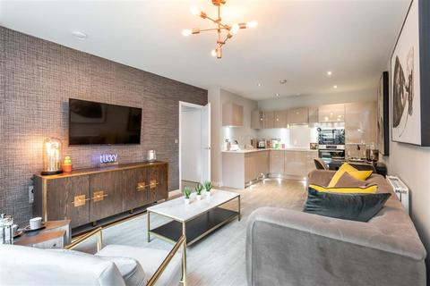 3 bedroom apartment for sale - 3 bed apartment - Plot 791 - Triathlon Point at Chobham Manor, Queen Elizabeth Olympic Park, 1 Hyett Terrace , Honour Lea Avenue  E20