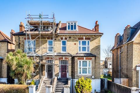 4 bedroom flat for sale - Baring Road London SE12