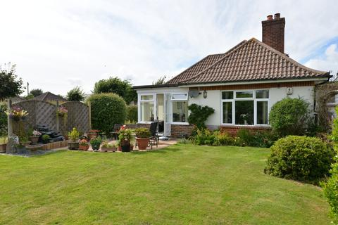 3 bedroom detached bungalow for sale - Crossmead Avenue, New Milton