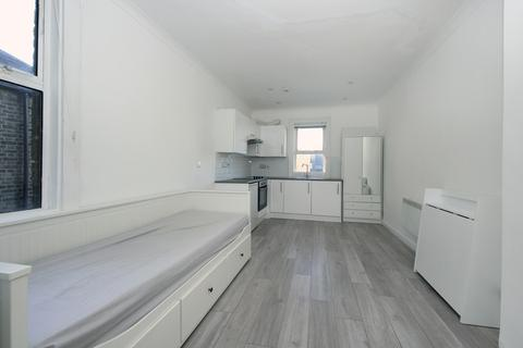 Studio to rent - Churchfield Road, W3