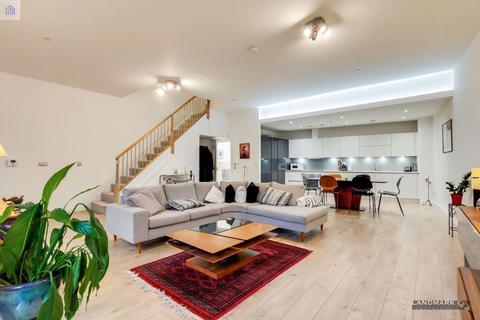3 bedroom townhouse for sale - Williamsburg Plaza, London