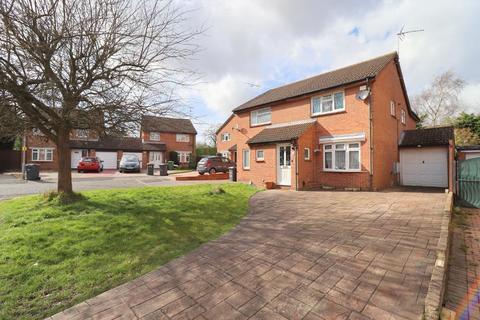 3 bedroom semi-detached house for sale - Leygreen Close, St Annes, Luton, Bedfordshire, LU2 0SQ