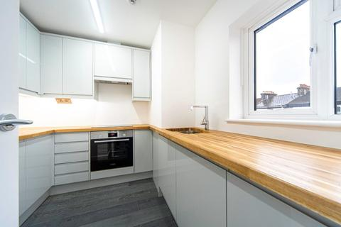 2 bedroom flat to rent - St. Aubyns Road, London