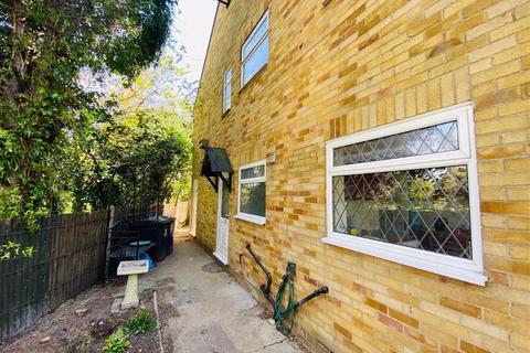 2 bedroom maisonette to rent - Guliver Close, Northolt, Middlesex