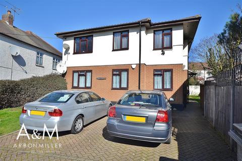 2 bedroom flat for sale - Veronique Gardens, Barkingside