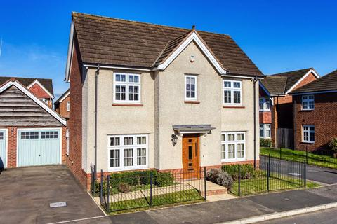 4 bedroom detached house for sale - 15, Himley Close, Bilston, Wolverhampton, WV14