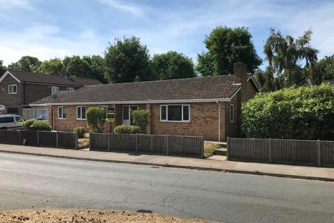 5 bedroom detached bungalow to rent - Hornbeam Road, Mildenhall