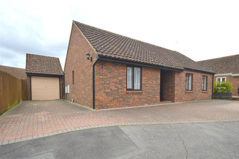 2 bedroom bungalow for sale - Roxwell Avenue, Chelmsford